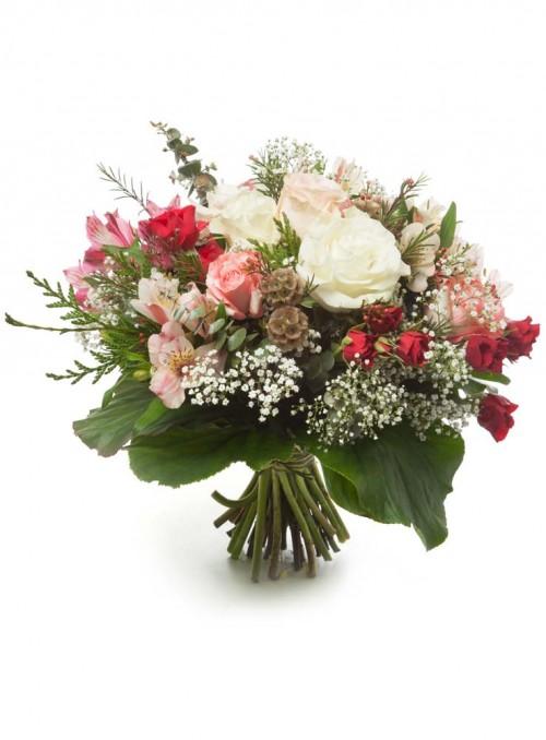 Bouquet con rose miste di colore e varietà.