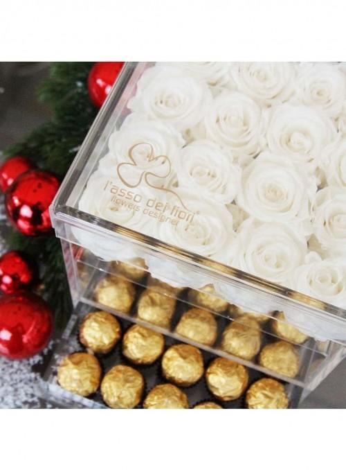Scatola in plexiglass con composizione di 16 boccioli di rose bianche stabilizzate.
