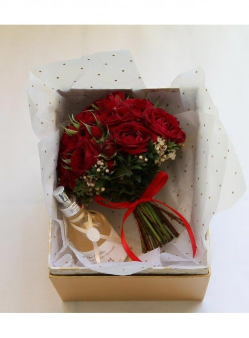 Pretty red rose mini bouquet con cofanetto e profumo