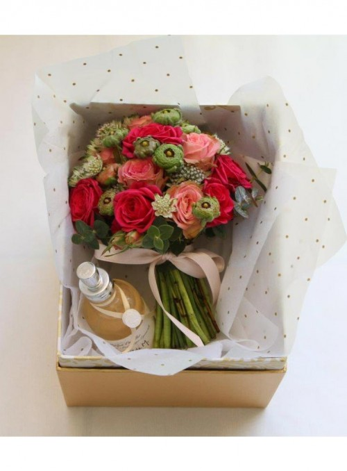Spray roses mini bouquet con cofanetto e profumo