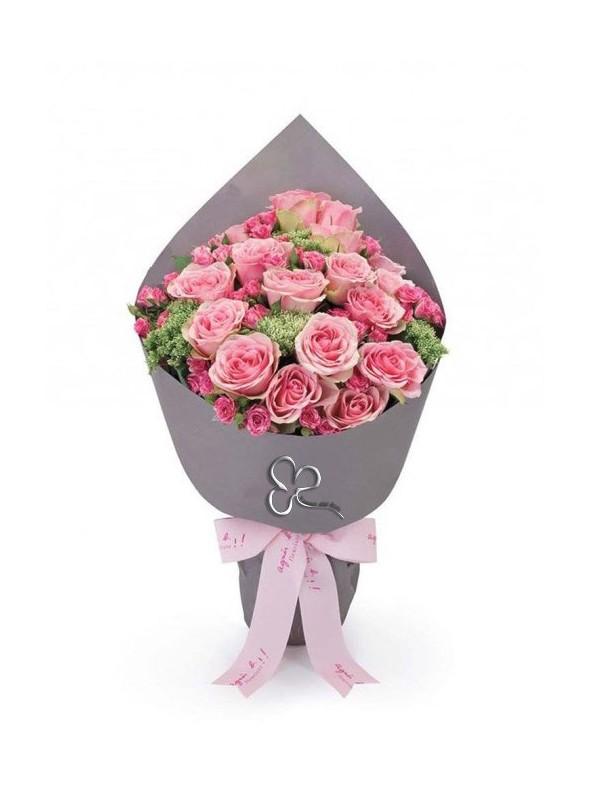 Splendido bouquet di rose a gambo corto perfetto per ogni tipo di occasione.