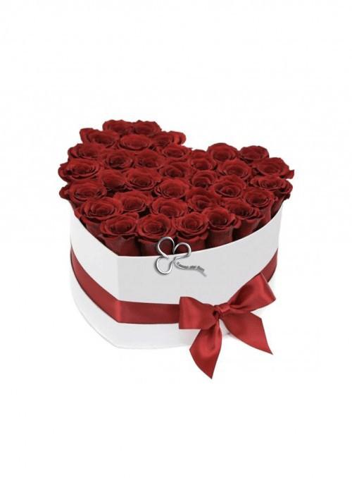 Scatola a cuore con circa 30 rose.