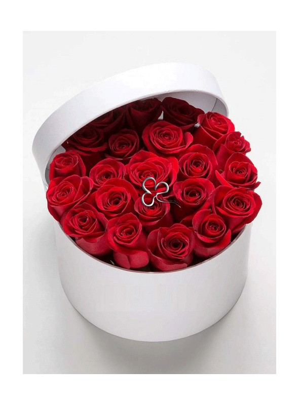 Box bianco con rose rosse.