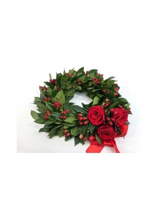 Coroncina d'alloro con rose rosse ed ipericum