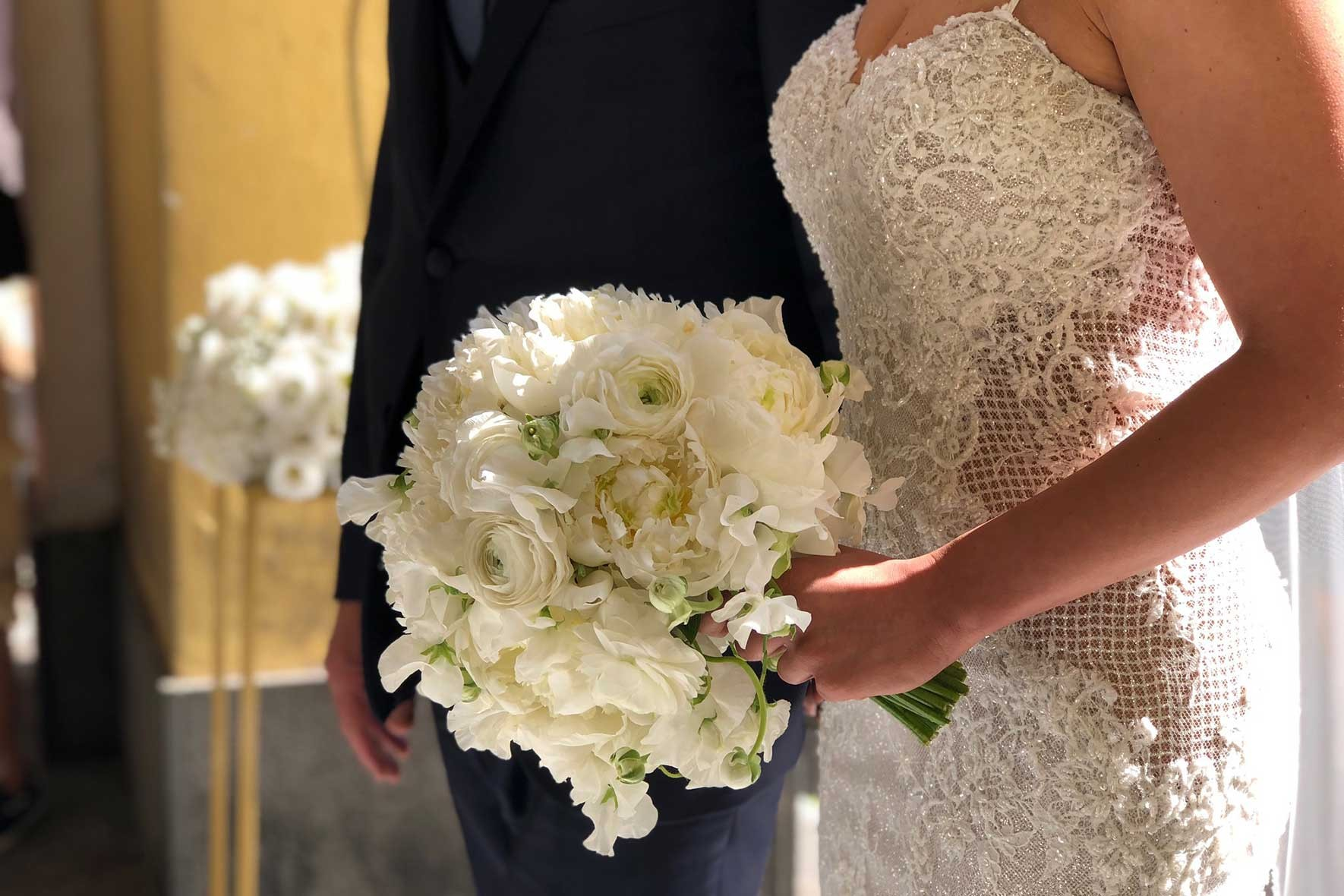 Bouquet Sposa Scettro.Abbinamento Bouquet Abito Da Sposa Ad Ogni Sposa Il Suo Bouquet